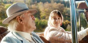 Emilia Schüle und Günther Maria Halmer beim Dreh von Die Vergesslichkeit der Eichhörnchen
